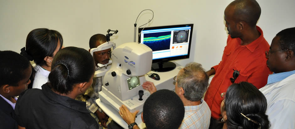 Training in use of OCT machine at Muhimbili, Tanzania with VISION 2020 LINKS partner St Thomas' Hospital, London